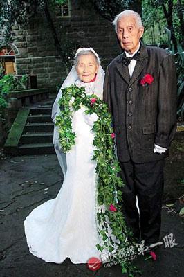 抗战老兵重拍婚纱照