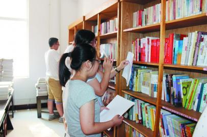 日照:社区图书馆整理一新