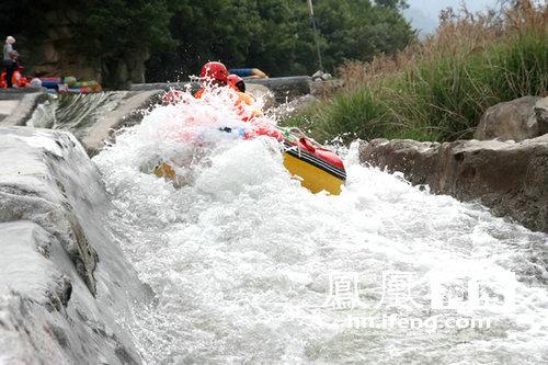 尧山画眉谷峡谷漂流24日开漂 高清图片