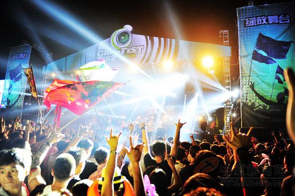 7月17日,2015银川乐堡绿放音乐节在银川森林公园火爆启幕.