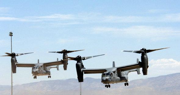 """资料图:美军""""鱼鹰""""运输机编队."""