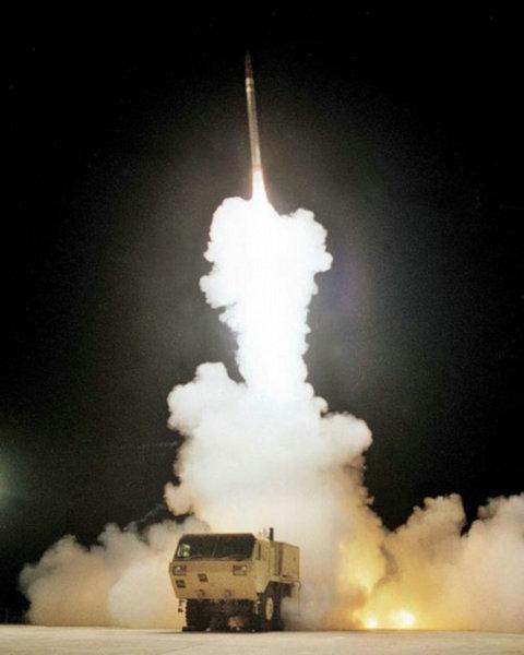 资料图:美军进行的THAAD反导系统拦截试验。