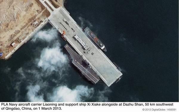 资料图:拍摄于3月1日的辽宁舰航母卫星照。