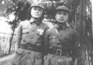 张非武(右)与徐微(左)合影。