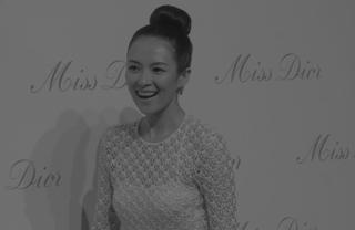 Miss Dior迪奥小姐艺术展上海揭幕 章子怡亮相心情好
