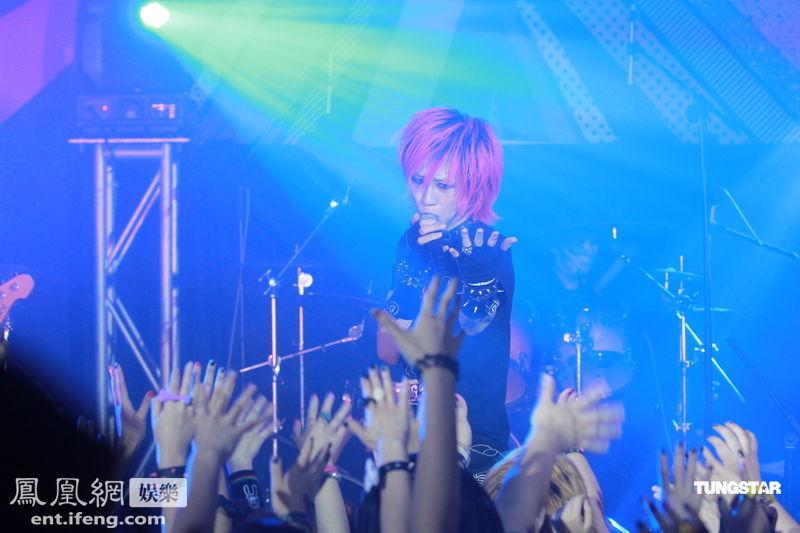 日本视觉摇滚乐队LM.C香港开唱 引众多歌迷疯