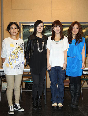 邓福如李佳薇为金曲奖练团 紧张到认不出自己的歌