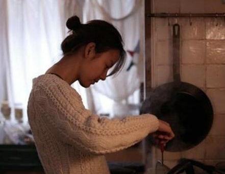 韩女星李孝利公开居家照 引发粉丝热议