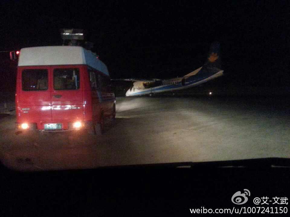 郑州机场一飞机降落时机头坠地-手机凤凰网
