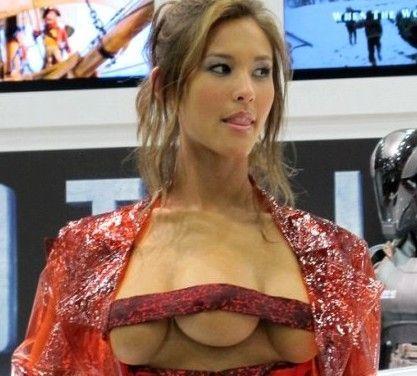长着3个胸部的美女模特(图)|美女模特|个乳房_凤凰时尚