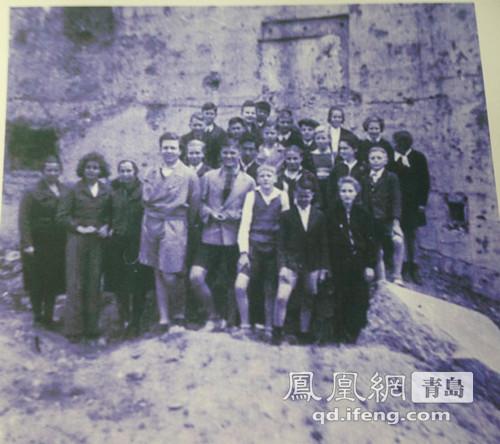 青岛基督教堂玻璃花纹老照片现世 德学者第3次捐藏品