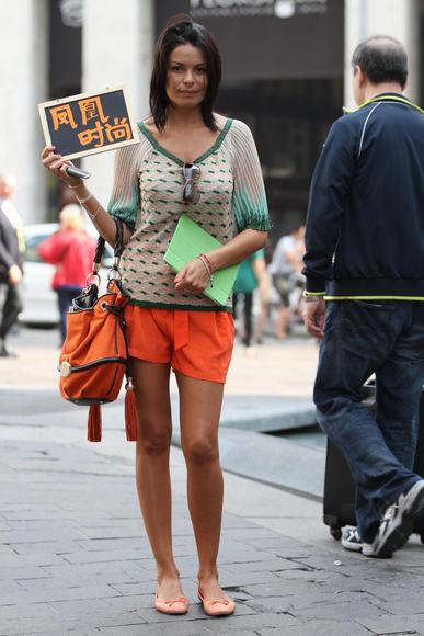 凤凰时尚米兰街拍第一季 潮人亲授可爱朋克范儿打造法