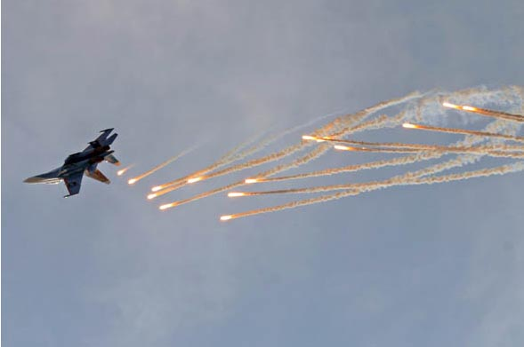 日本防相证实可向钓鱼岛中国飞机发射曳光弹 - 金雕 - 金雕捕牛