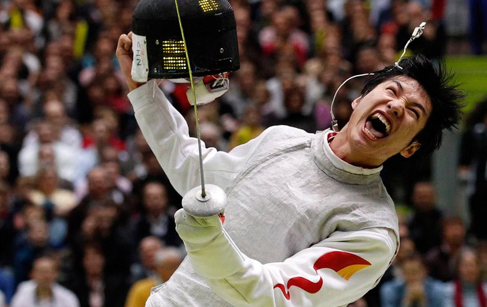 北京时间8月1日凌晨,2012伦敦奥运会击剑赛男子花剑个人赛决赛尘埃落定,中国选手雷声战胜了埃及剑客阿波尔卡西姆,获得中国代表团的第11枚金牌,同时也打破了欧洲人对该项目长达116年的垄断。更值得一提的是,雷声用金牌创造了一个新的历史,他成为中国首位夺得奥运会男花冠军的中国选手。