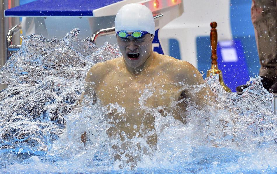 2012年8月5日,2012年伦敦奥运会男子1500米自游泳决赛,孙杨破世界纪录夺冠。抢跳后夺金孙杨喜极而泣。