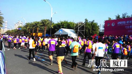 2015厦门国际马拉松配套赛海沧开跑