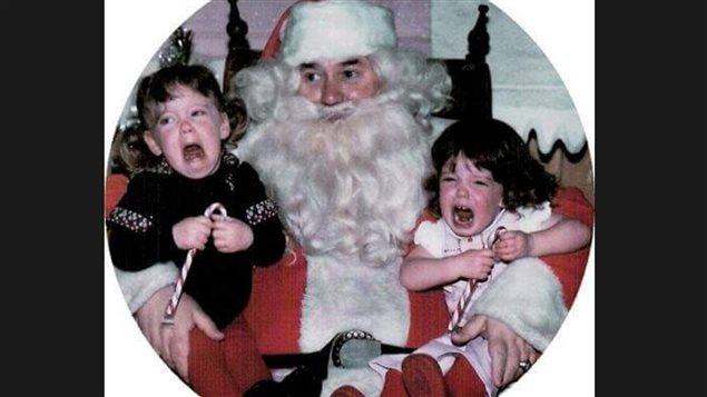 都少不了圣诞老人,父母们总是让孩子过去,与圣诞老人拍照留影.
