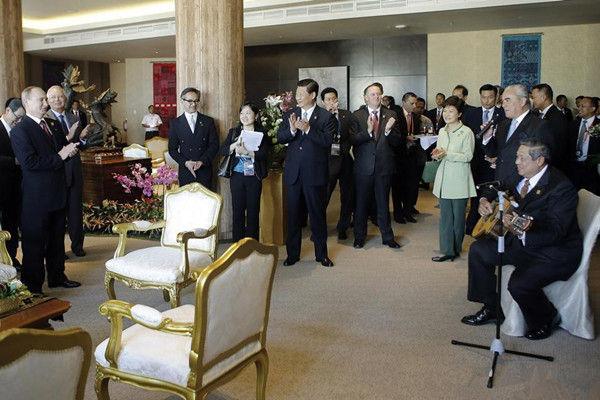 普京过生日:印尼总统弹吉他唱生日歌众领袖打拍(图)_资讯频道_凤凰网2014跨年線上轉播
