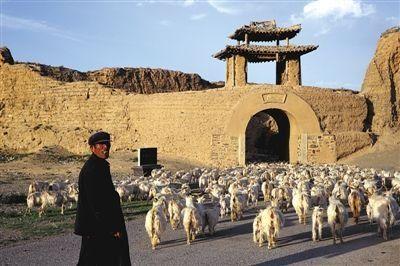 甘肃永泰古城因生态恶化人口锐减变枯城(图)