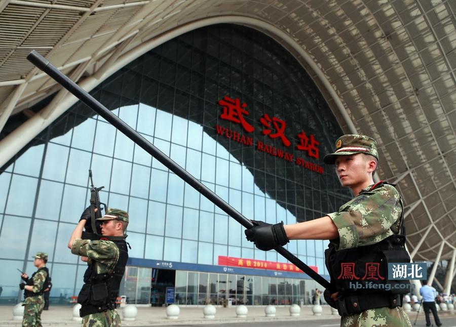 武汉火车站举行