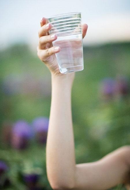 女性养生:白开水西红柿 7食物让人越变越漂亮