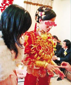 性情:福建新娘戴10斤金饰出嫁 幸福能用黄金衡量吗