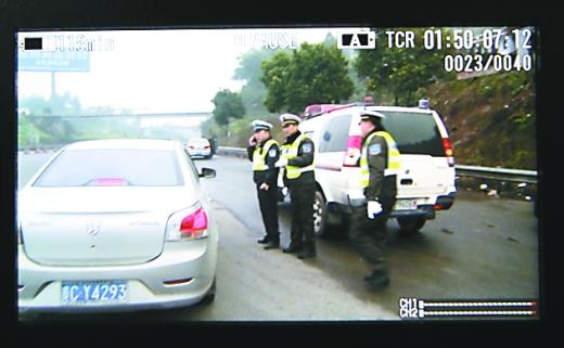 重庆高速执法和交巡警接力救助遵义病危女婴(