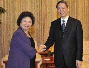 国台办主任张志军在天津会见高雄市长陈菊