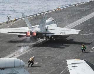 美军航母云集地中海