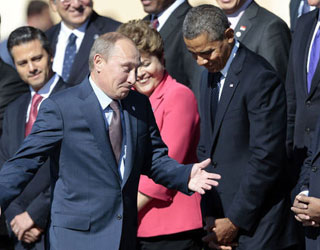 奥巴马低头不看普京 普京摊手做鬼脸