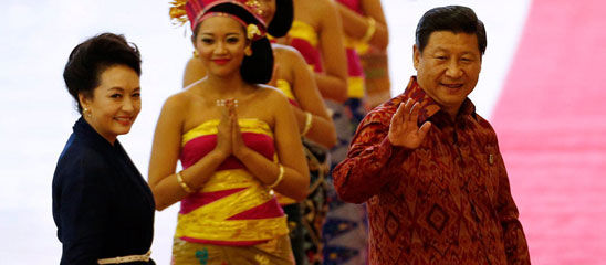 习近平夫妇出席APEC欢迎晚宴