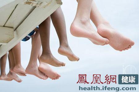 是由指甲下面的霉菌感染而引起的.甲癣患者通常毫无知觉,所以会