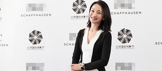 周迅出席北京电影节系列活动 穿优雅美裙小秀香肩