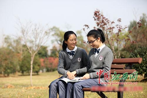江西:校服自愿购买 学生可参与设计款式