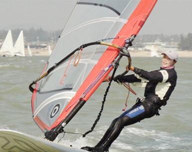 亚运帆船帆板赛 福建运动员翁巧珊摘得一金