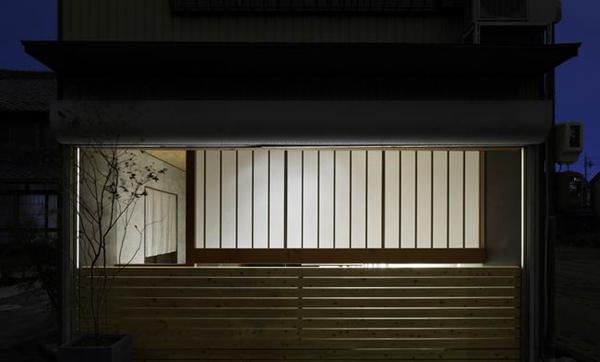 住宅改成办公室 日本岐阜县景观设计师的室内花园