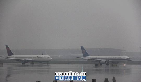 首都机场因雷雨影响部分航班延误或取消