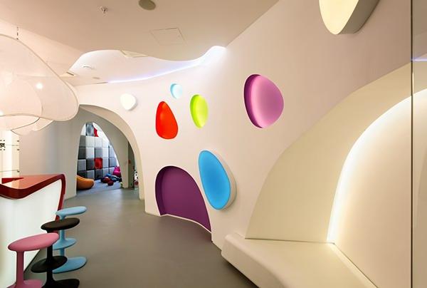 简约可爱的国外幼儿园空间设计图片