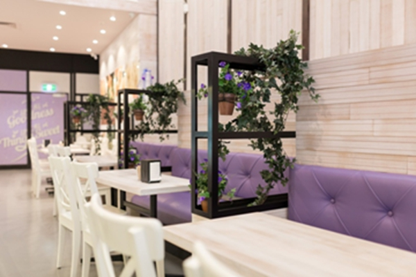 店多以暗色原木装点,而位于墨尔本的这家咖啡店兼面包店别出心
