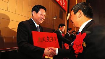 """陕西省庆祝""""五一""""国际劳动节表彰大会隆重举行"""