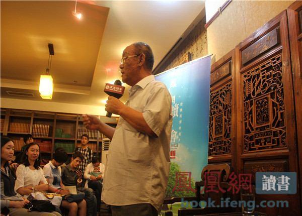 潘绥铭在凤凰网读书会。
