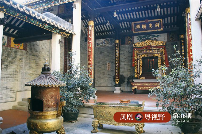 猎德村民致富后不忘祖宗,村内依然保留猎德祠堂,猎德神庙等传统建筑。图为林氏宗祠内部。