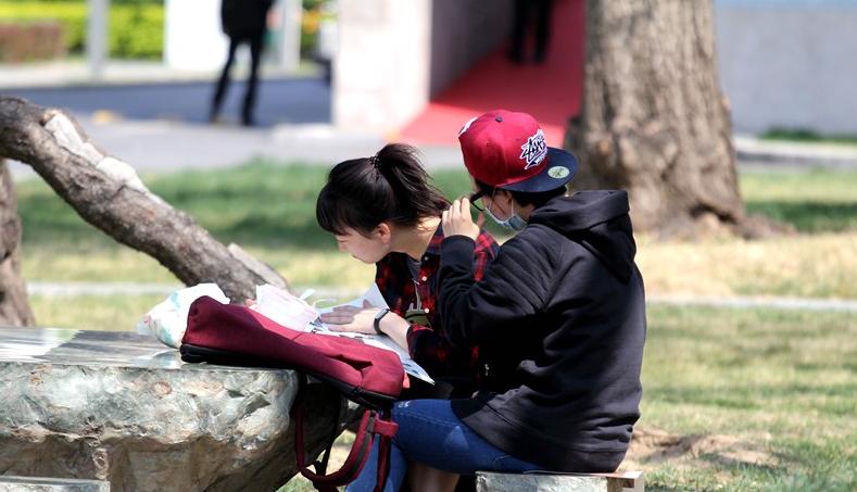 世界读书日:聚焦都市中爱阅读的人