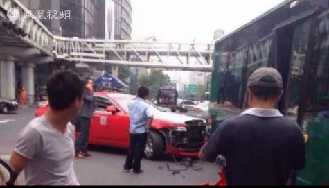 鸟叔杭州出车祸 700万豪车撞上公交