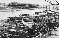 在河边遭杀害焚尸的南京市民