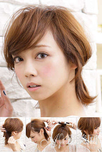 扎发步骤: Step 1 将波波头一侧的侧发拉到脑后,在头发的内层处加一个发夹以固定头发。 Step 2 另一侧也如是操作。 Step 3 挑出表层较短的头发,以平卷的方式卷烫,增强这些头发的圆蓬状造型感,同时更蓬松能遮住发夹固定处。 Step 4 下层的头发以随意的方式稍稍卷烫,使发型看上去更可爱。