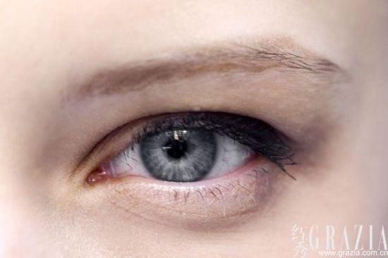 根据眼型画彩妆 画对眼线双眸立刻放大
