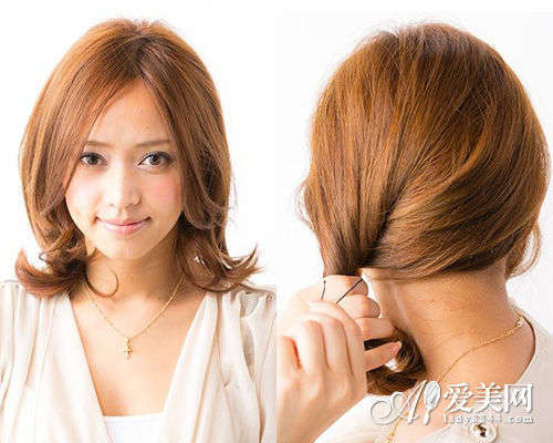 公主卷发扎发步骤一: 把刘海中分,把头发梳到一边,并且把头发内