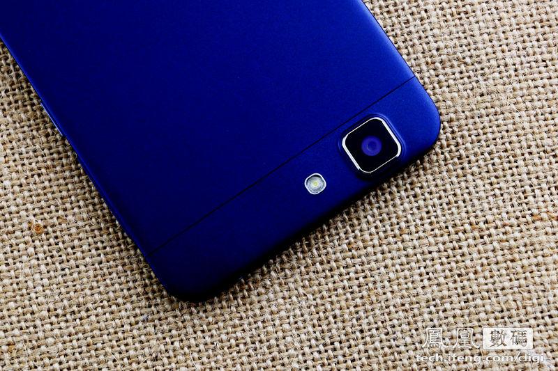 开箱图赏 全球最薄智能手机