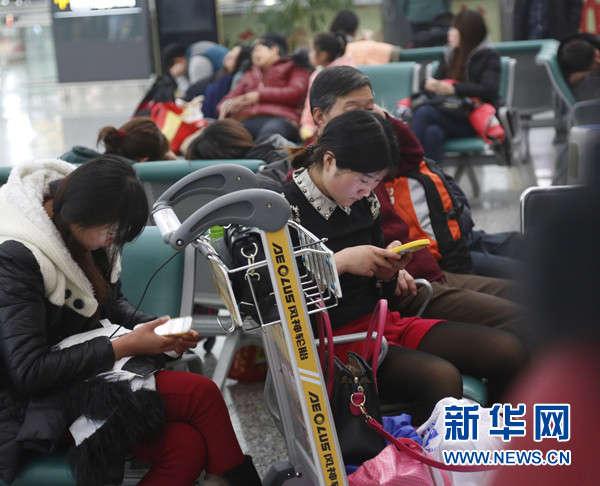 郑州新郑国际机场飞机降落故障致大量旅客滞留